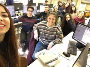 Ecco i ragazzi della 3°B del liceo artistico Munari di Cremona al lavoro per la progettazione e realizzazione del logo di Piper