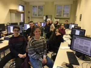 Ecco i ragazzi del liceo artistico Munari di Cremona al lavoro per la progettazione e realizzazione del logo di Piper